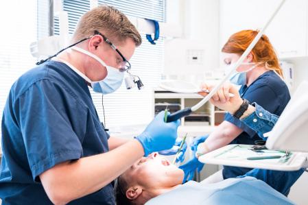 Hampaiden reikiintyminen ja paikkaus